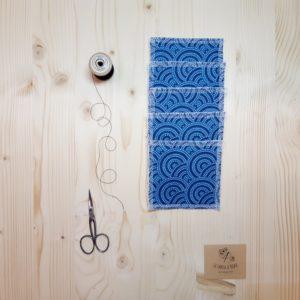 """lingette démaquillante lavable """"la fabrik a patate"""" au motif point bleu"""